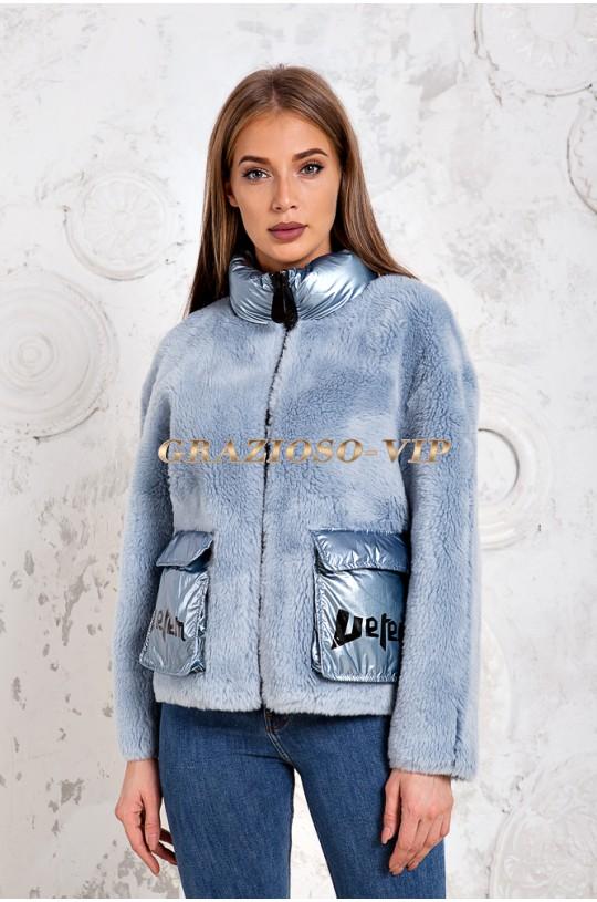 Голубая куртка из шерсти овчины