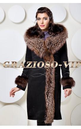 Модная дубленка с отделкой из меха чернобурки