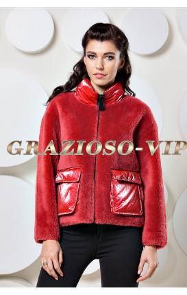 Красная куртка из шерсти