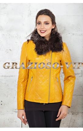 Яркая демисезонная куртка
