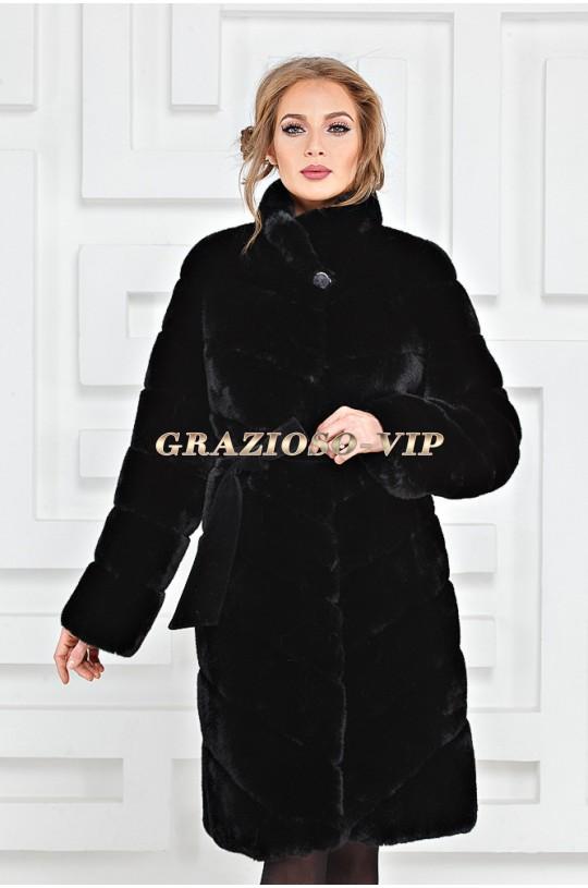 Модная черная шуба