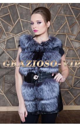 Кожаная жилетка с отделкой из меха чернобурки